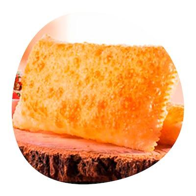 Pastel Junino (recheio de cuscuz, carne seca, queijo minas, manteiga da terra e bacon)
